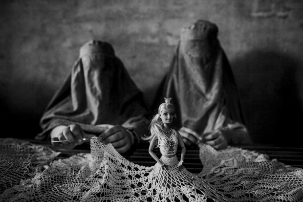 Powerful and Surreal Photos Show Daily Life in War-Torn Afghanistan