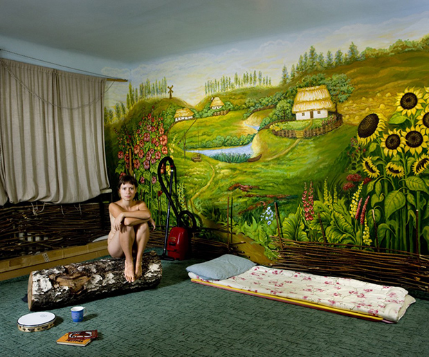 Photographer Gabriele Galimberti Couch Surfs Around the World and Takes Portraits of His Hosts