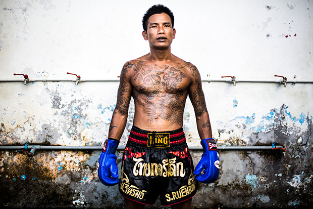 Fighting for Freedom: Compelling Photos Document Prison Fights in Bangkok