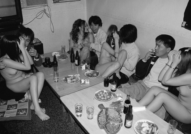 Photographer Mourns the Death of His Friend, Offers a Glimpse Into South Korean Gang Life (NSFW)