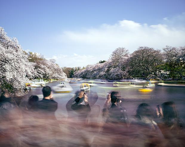Photos by Matthew Pillsbury Capture the Fast Pace of Modern Tokyo