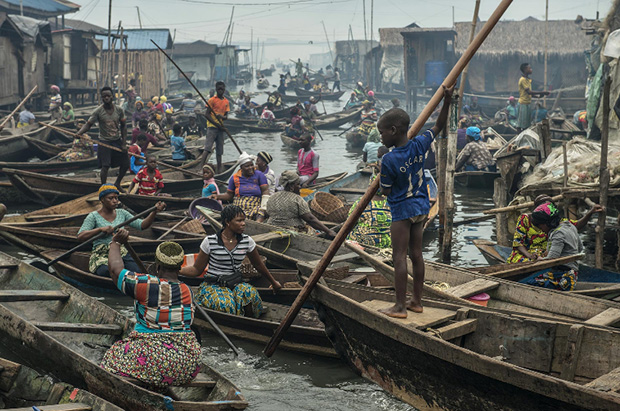 Fascinating Photos Explore the Untouched Life of a 200-Year-Old Fishing Village in Nigeria