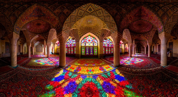 Photos Showcase the Exquisite Intricacy of Iranian Mosques