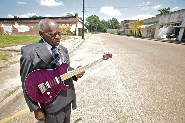 photographer documents mississippi 39 s old school blues musicians feature shoot. Black Bedroom Furniture Sets. Home Design Ideas