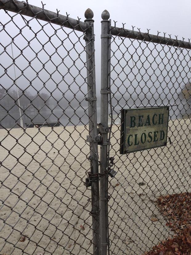 ©Ellen Denuto_2_Beach Closed