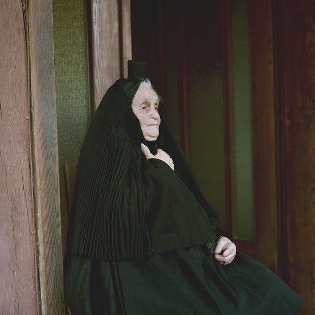 Eric Schuett, Anna Katharina Suessmann in mourning garb, Hesse, 2011
