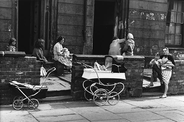 08_Press-Images-l-Shirley-Baker,-Near-Upper-Brook-St,-Manchester-1964-