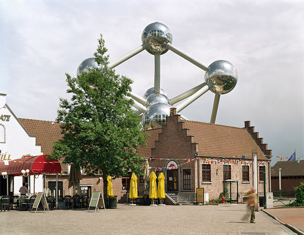 Jade_Doskow_06_Lost_Utopias_World-s_Fairs_Brussels_Belgium_Atomium_1958_650