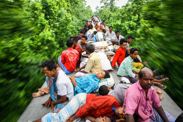 Train-Hopping to Work: The Life-Threatening Journey of Bangladesh's Working Class