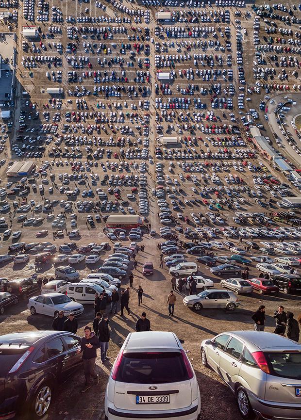 Open_secondhand_car_bazaar