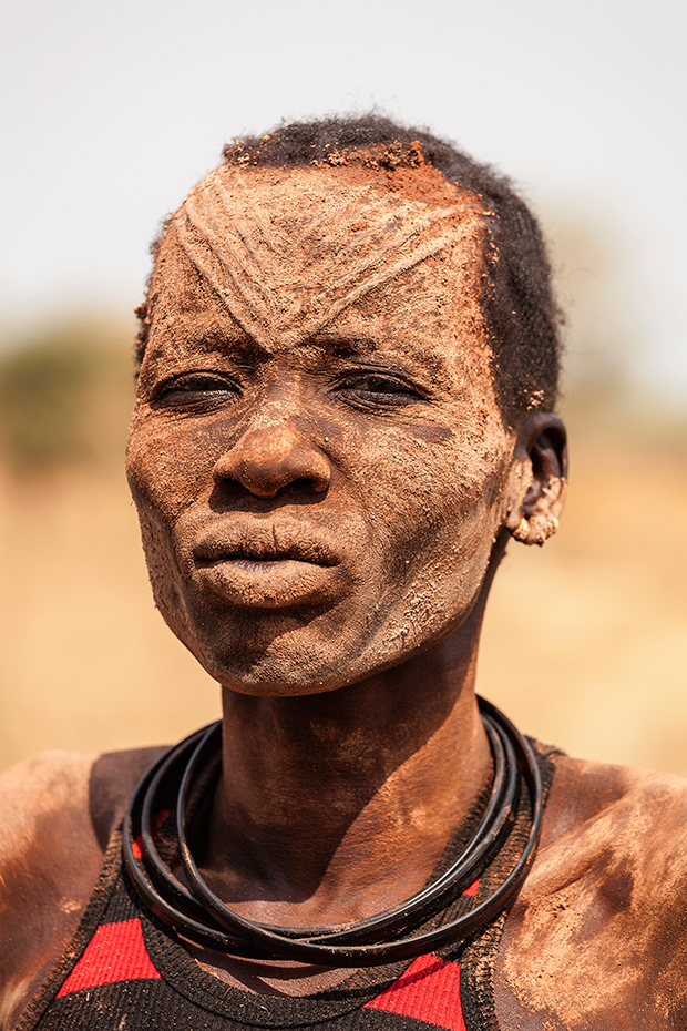 Photographs of the Isolated Mundari Tribe and Their Precious Cattle