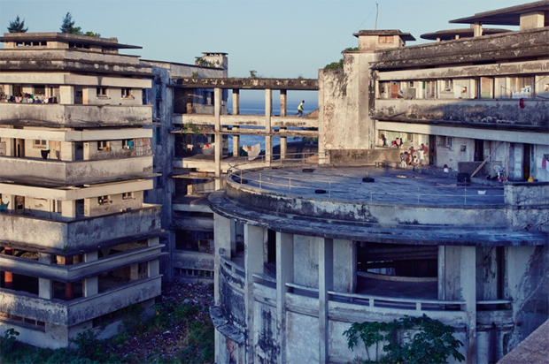 This Forgotten Hotel in Mozambique Is Home to 1,000 Squatters