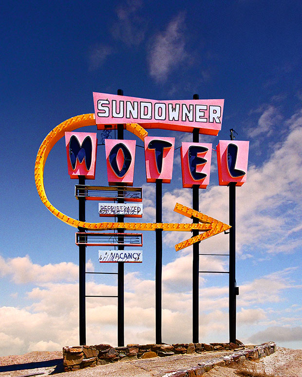 60176-sundowner-motel-sign-32x40%22