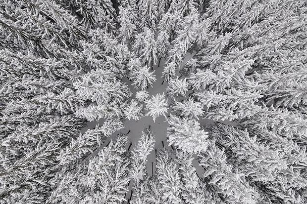 kacper-kowalski_sideeffects_seasons_winter18
