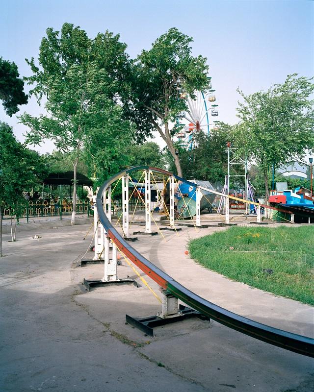 marco-barbieri-water-in-the-desert-empty-theme-park