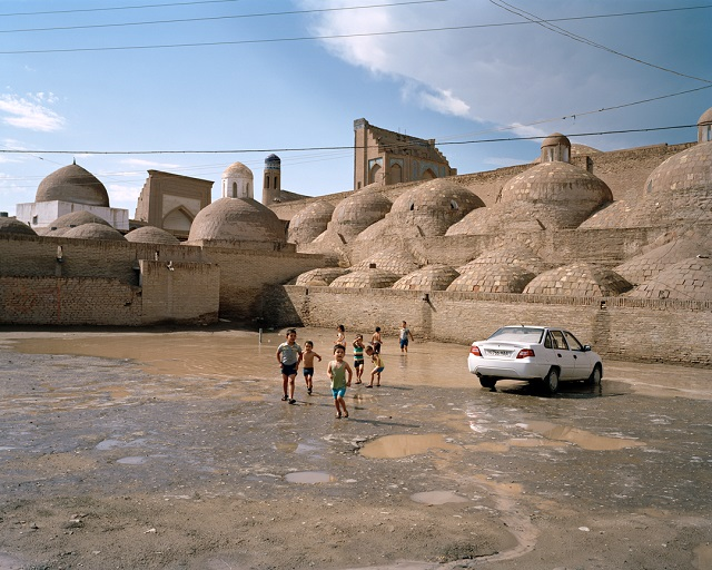 marco-barbieri-water-in-the-desert-kids-water