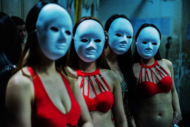 An Intimate Look Behind the Scenes in a Chinese Nightclub