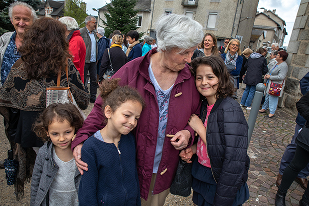 In France, One Village Sets an Example by Helping Refugees