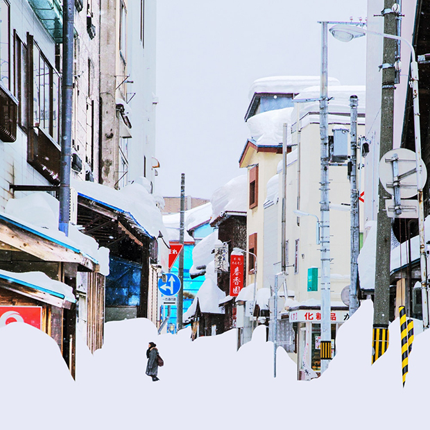 Beautiful Photos of Japanese Cities Lost in Snow
