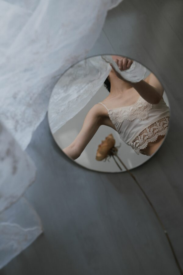 Ziqian Liu Creates Fragmented Images of the Self in her Ethereal Portraiture